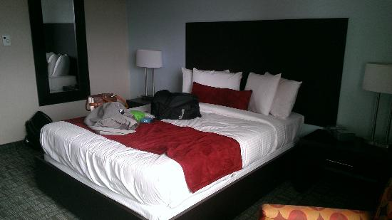 Hotel UMass: Room pt 2