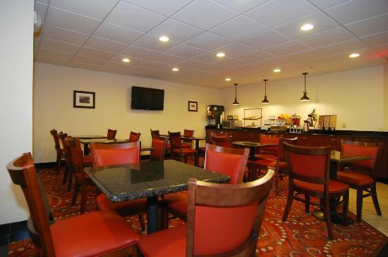 Best Western Gold Poppy Inn: Breakfast sating area