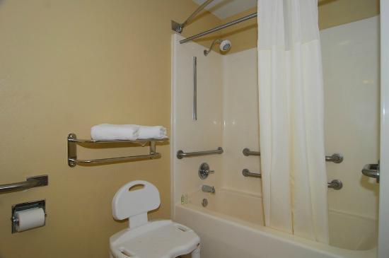Best Western Gold Poppy Inn: Handi cap bath room