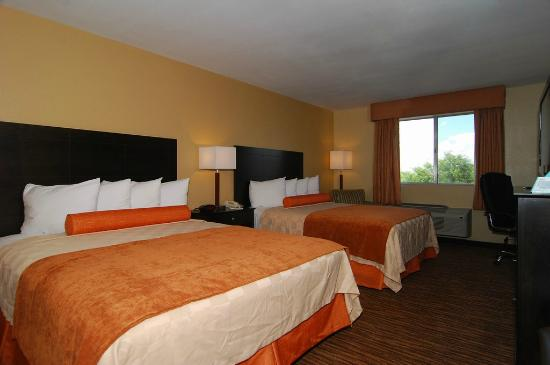 Best Western Gold Poppy Inn: Two queen bed room