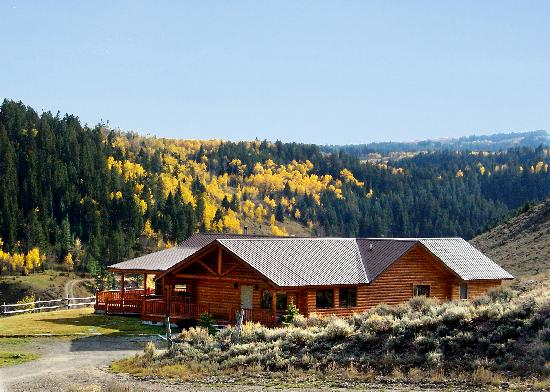 Wilderness Edge: Saddlehorn Lodge