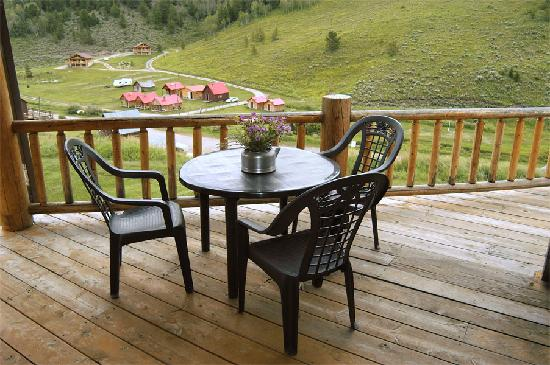 Wilderness Edge: Porch View