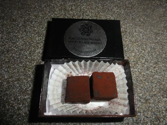 Hacienda Del Sol Guest Ranch Resort: Complimentary chocolates from The Grill