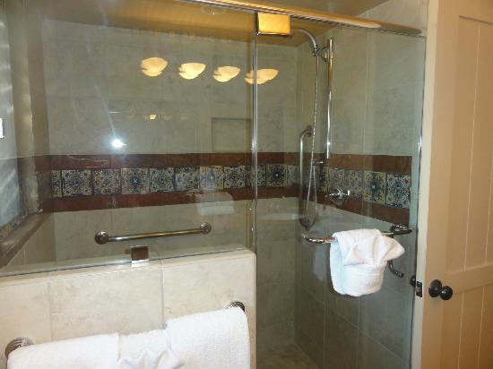 Hacienda Del Sol Guest Ranch Resort : Large shower room 2