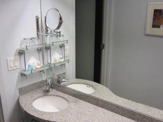 كلوب كوارترز أوبوزيت روكفيلر سينتر: Bathroom