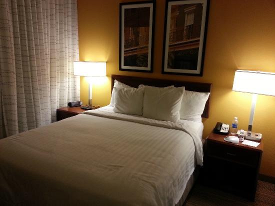 Residence Inn New Orleans Downtown : Bedroom