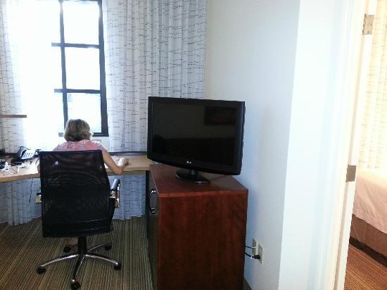 Residence Inn New Orleans Downtown : Desk Area