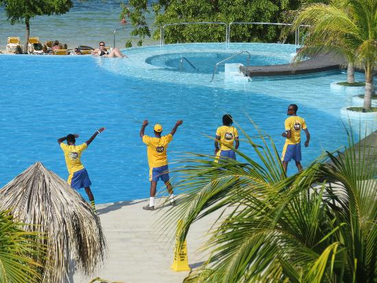 Iberostar Rose Hall Beach Hotel: Pool Activity
