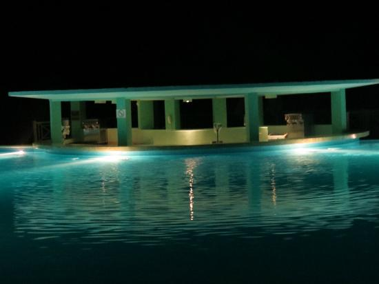 Iberostar Rose Hall Beach Hotel: Pool Bar At Night