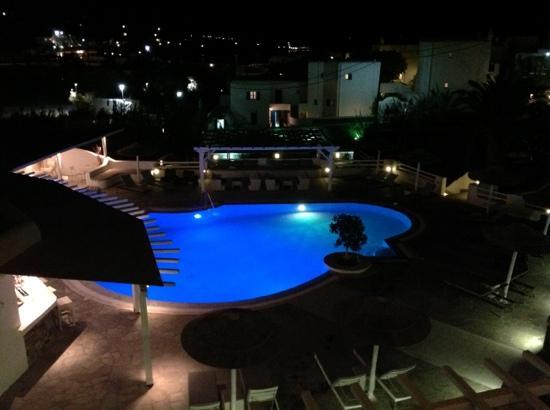 Argo Hotel Mykonos: vue de la chambre 105 le soir