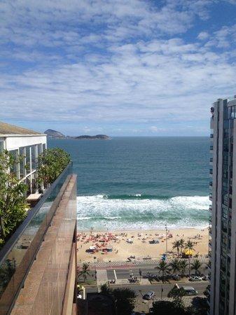 Golden Tulip Ipanema Plaza: Praia de Ipanema vista da piscina/cobertura