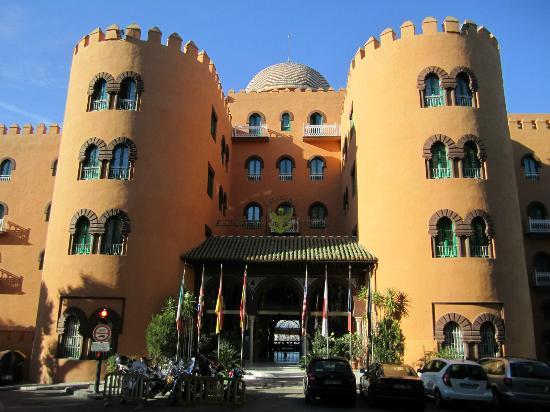 Hotel Alhambra Palace: Hotel entrance.