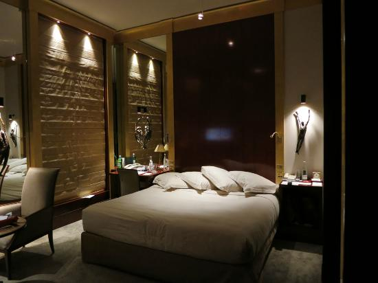 Park Hyatt Paris - Vendome: Room at night