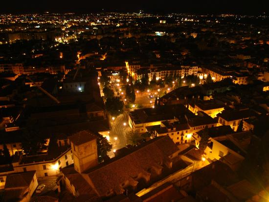 Hotel Alhambra Palace: View at night