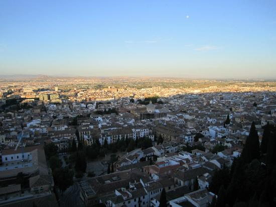 Hotel Alhambra Palace: Morning view