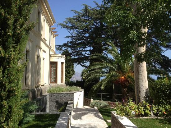 ذا أشبي هوتل: The hotel grounds 
