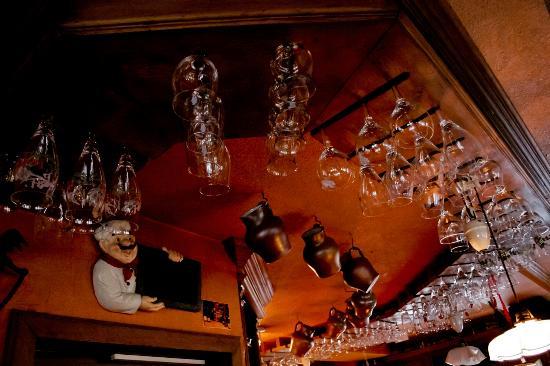 De Heeren van Liedekercke: porta bicchiere da soffittodel locale