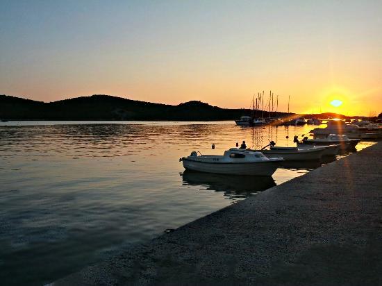 هيرتيدج هوتل تيسنو: Tisno sunset