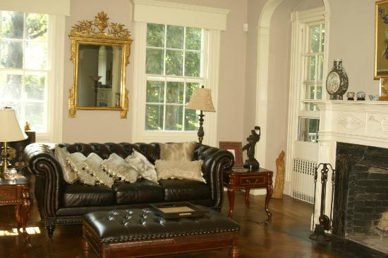 Chrystie House Bed and Breakfast: Guest Sitting Area