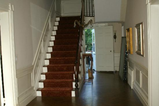 Chrystie House Bed and Breakfast: Stairs to the bedrooms