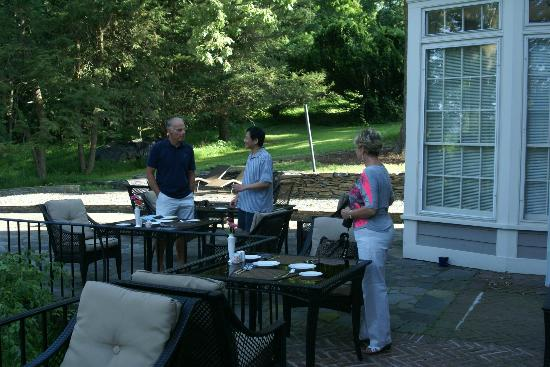 Chrystie House Bed and Breakfast: Yuan with guests on the patio