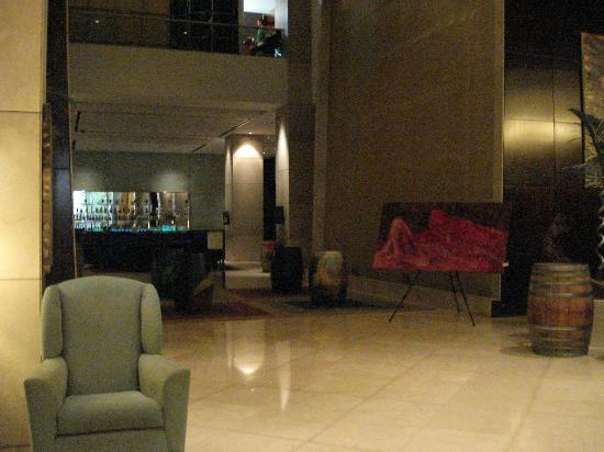 Sheraton Mendoza Hotel: el lobby grande, esta es un área de él.