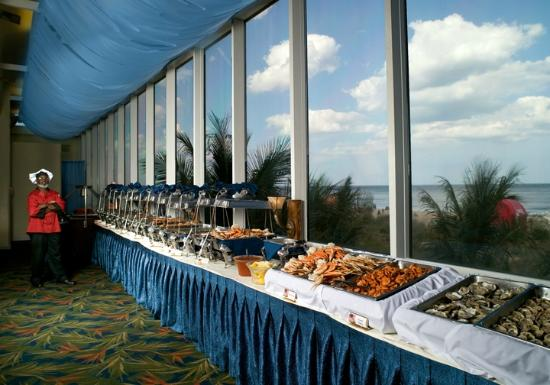 Horizons Oceanfront Restaurant - Clarion Resort: All you can eat seafood buffet
