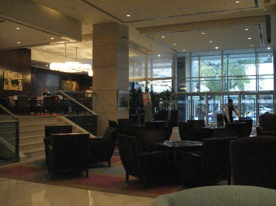 Sheraton Mendoza Hotel: acceso al comedor, y desayunador