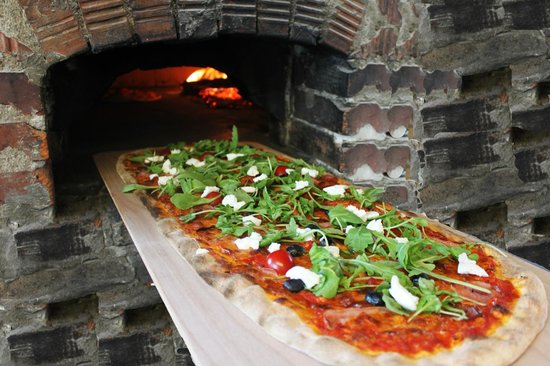 Etna Ristorante & Pizzeria: 1 METER PIZZA - baked in wood-fire pizza oven
