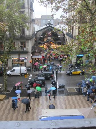 Hostal BCN Ramblas: Great view of La Ramblas and the Market from little balcony
