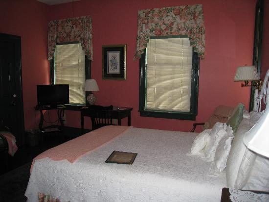 Spencer House Inn Bed and Breakfast: one of the many rooms available