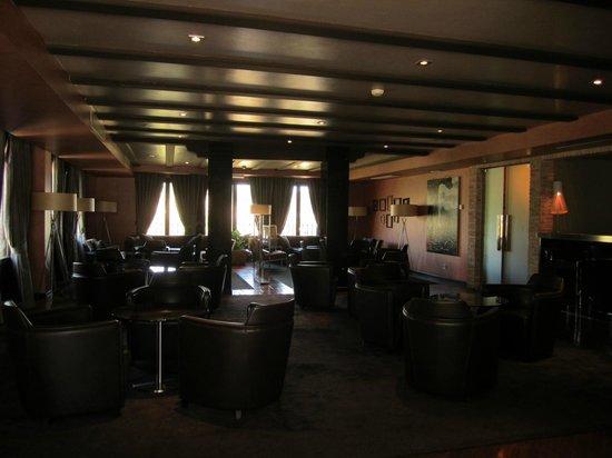 AC Hotel Ciudad de Toledo: Sitting area inside hotel.