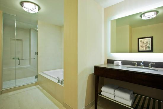 The Westin New York Grand Central: Suite Bathroom
