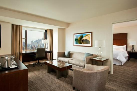 The Westin New York Grand Central: Suite Living Room