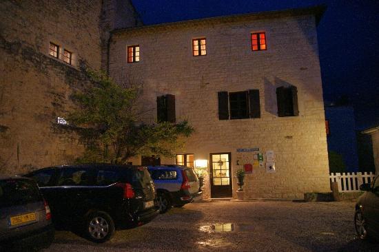 Hotel-Restaurant Les Hospitaliers: Hotel entrance