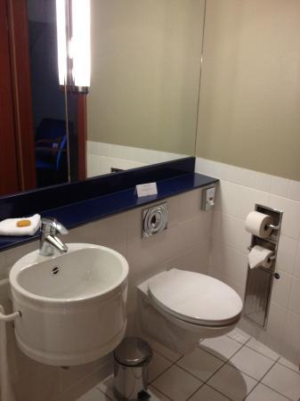 Steigenberger Hotel Sonne: 5th floor suite - separate toilet