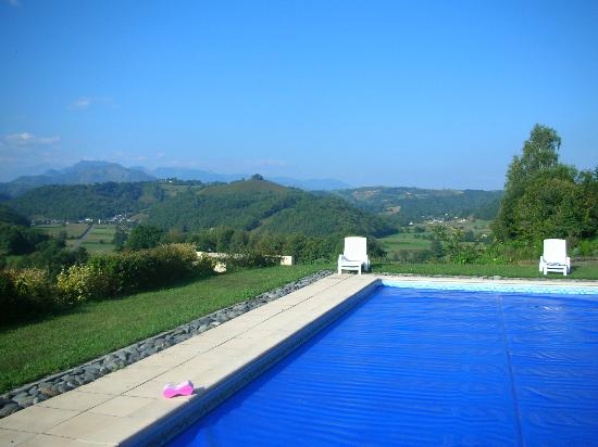 Pyrenees Pursuits, Cami de Bidale: View over the pool into the Pyrenees