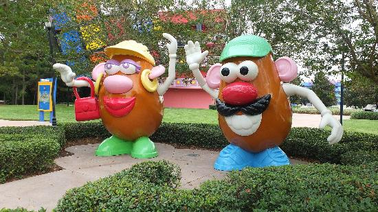 Disney's Pop Century Resort: grounds