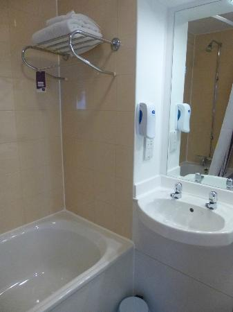 Premier Inn Glasgow City Centre (George Square) Hotel: Bathroom