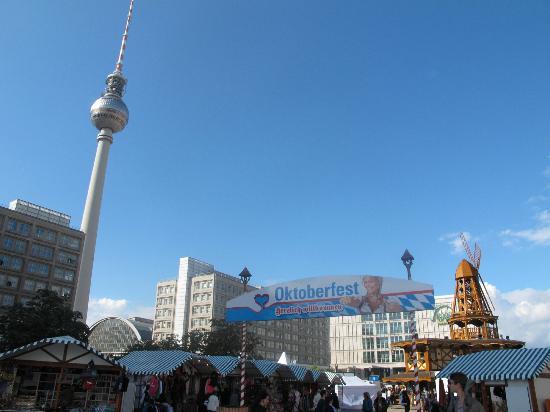 easyHotel Berlin Hackescher Markt: Alexander Platz