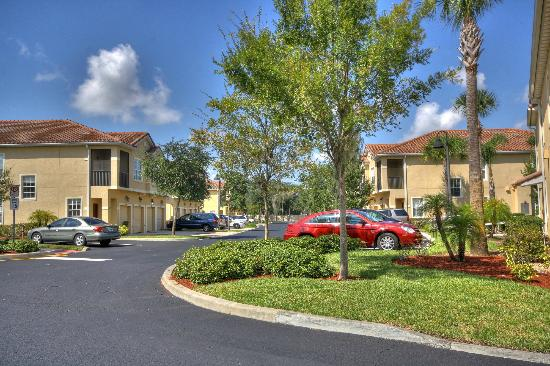 Oakwater Resort : Condos & Townhomes on Oakwater Drive
