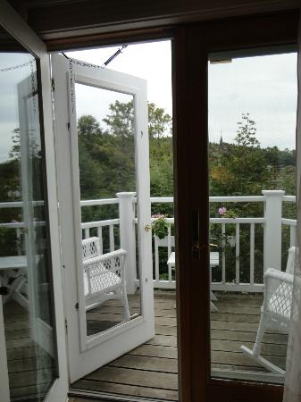 Atlantic Ark Inn: Door to balcony