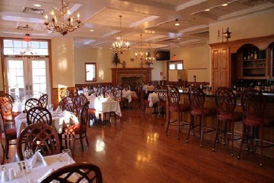 Alma, GA: Dining Room & Lounge