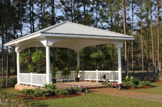 The Inn at Blueberry Plantation Golf & Country Club: Outdoor Gazebo