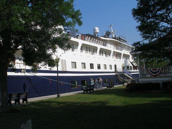 Wicks Park: Cruise Ship Yorktown docked in front of the Wickes Park Gazebo