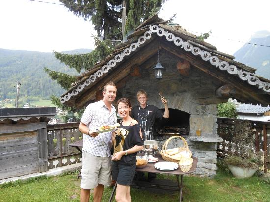Hotel-Chalet La Renardiere: Bbq at the Renardiere