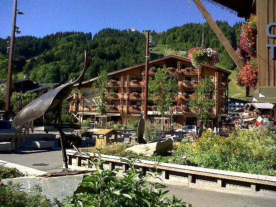 Hotel-Chalet La Renardiere: Picture of pretty morzine centre