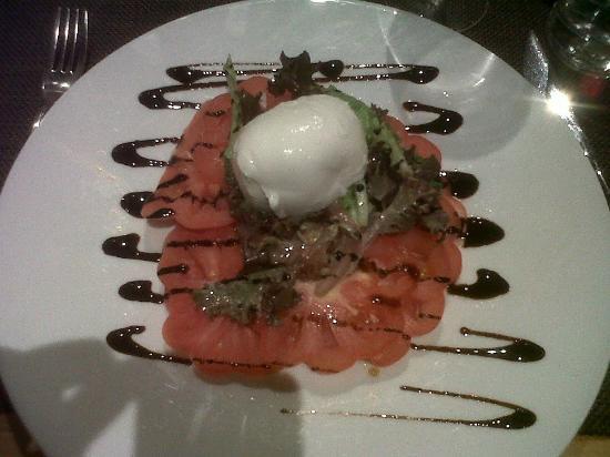 Novotel Caen Cote de Nacre: Tomato and buffalo mozzarella. Yummy.