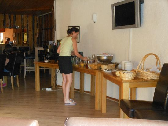 Hotel-Chalet La Renardiere: Breakfast at the Renardiere with a choice of both cereals and cooked