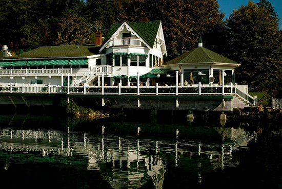 Roche Harbor Resort: Madrona Bar and Grill on the water